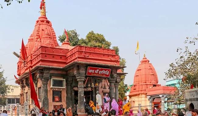 मंदिर में 2 हजार वर्षों से जल रही अखंड ज्योति