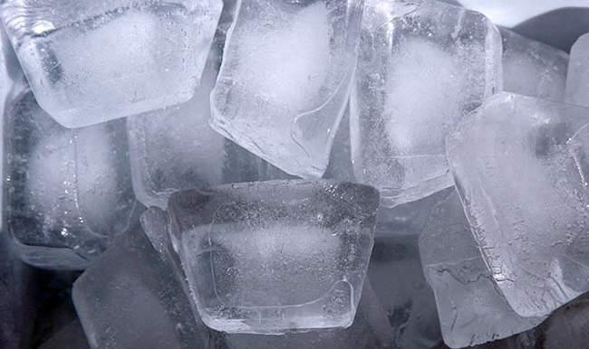 गर्मी के मौसम में वजन कम करने में मददगार है बर्फ, जानिए कैसे